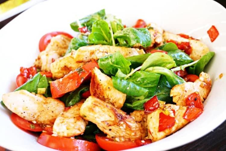 Putenstreifensalat mit Gemüse
