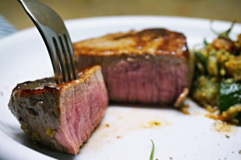 Steak mit Gemüse und Quinoa