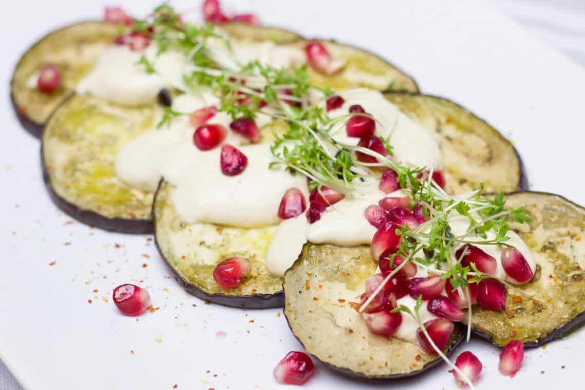Gebackene Aubergine mit Granatapfel