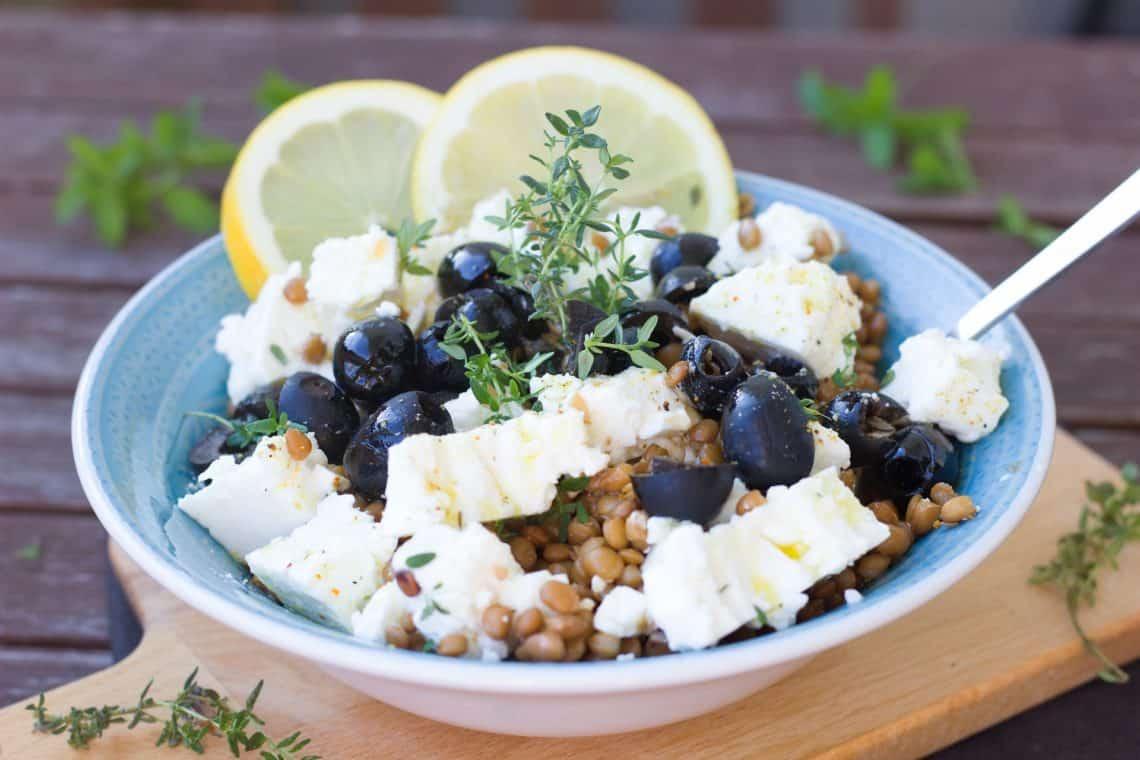 Linsensalat mit Oliven und Feta